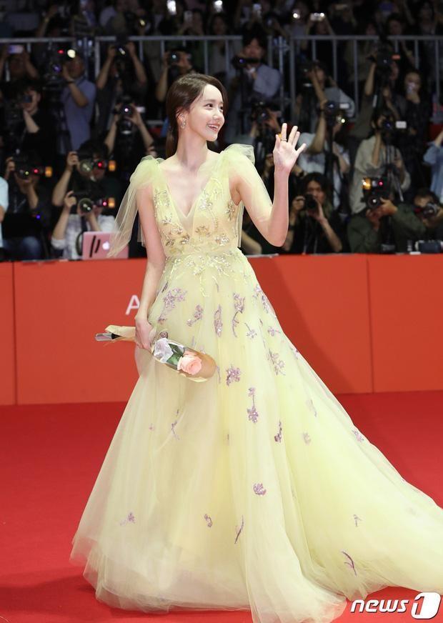 Yoona chọn ra 5 bộ váy thảm đỏ yêu thích nhất: Có một mẫu từng bị netizen chê hết lời ảnh 3