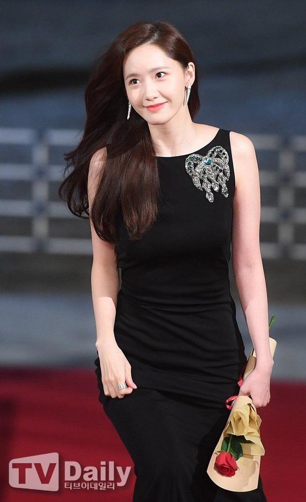 Yoona chọn ra 5 bộ váy thảm đỏ yêu thích nhất: Có một mẫu từng bị netizen chê hết lời ảnh 7