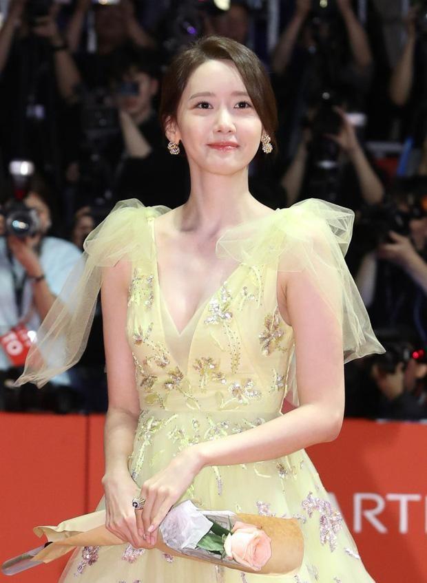 Yoona chọn ra 5 bộ váy thảm đỏ yêu thích nhất: Có một mẫu từng bị netizen chê hết lời ảnh 4