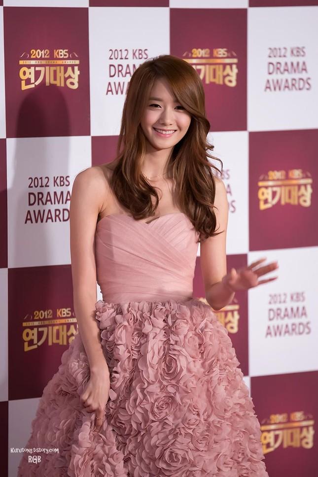 Yoona chọn ra 5 bộ váy thảm đỏ yêu thích nhất: Có một mẫu từng bị netizen chê hết lời ảnh 1