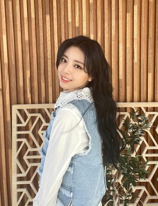 """""""Mái rèm cửa"""" của Jisoo giúp thăng hạng nhan sắc cỡ nào mà idol K-Pop ngày càng chuộng? ảnh 8"""