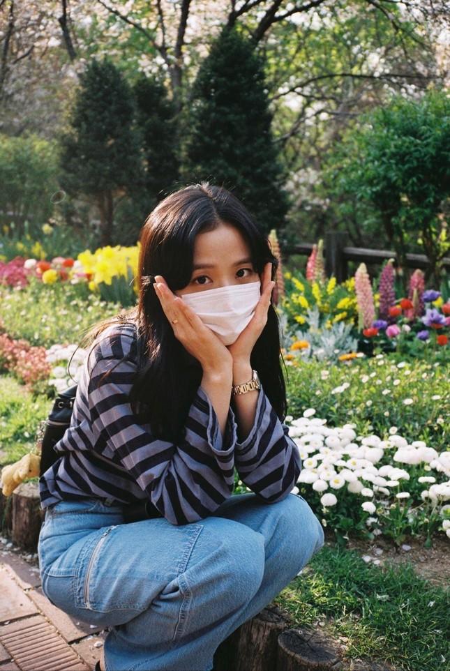 """""""Mái rèm cửa"""" của Jisoo giúp thăng hạng nhan sắc cỡ nào mà idol K-Pop ngày càng chuộng? ảnh 4"""