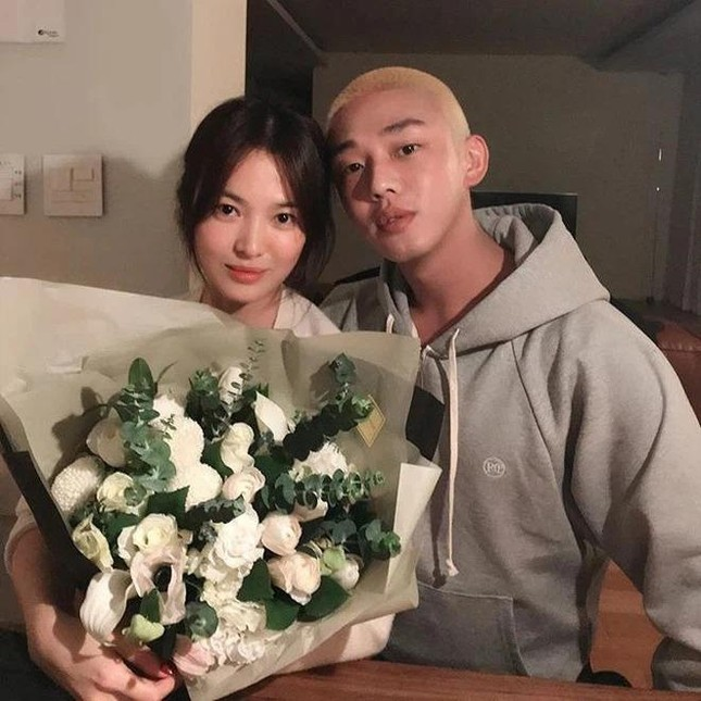 """Hậu ly hôn, quan hệ của Song Hye Kyo và Song Joong Ki với """"ông mai"""" hiện giờ ra sao? ảnh 5"""