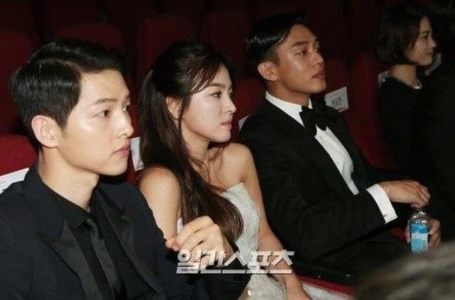 """Hậu ly hôn, quan hệ của Song Hye Kyo và Song Joong Ki với """"ông mai"""" hiện giờ ra sao? ảnh 3"""