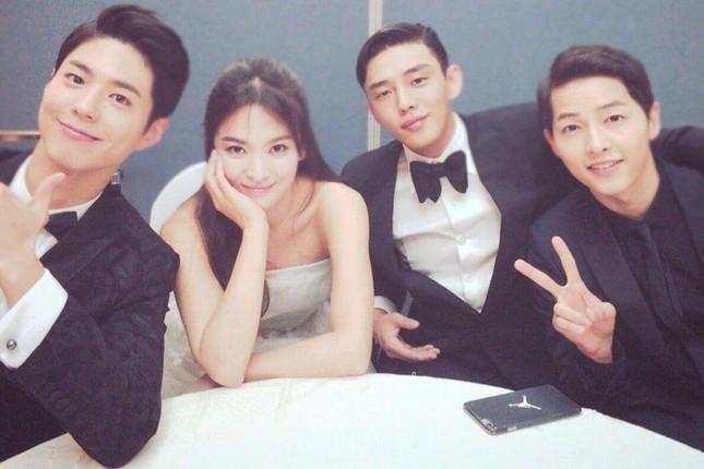 """Hậu ly hôn, quan hệ của Song Hye Kyo và Song Joong Ki với """"ông mai"""" hiện giờ ra sao? ảnh 4"""