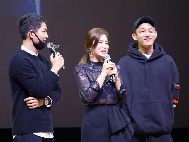 """Hậu ly hôn, quan hệ của Song Hye Kyo và Song Joong Ki với """"ông mai"""" hiện giờ ra sao? ảnh 2"""