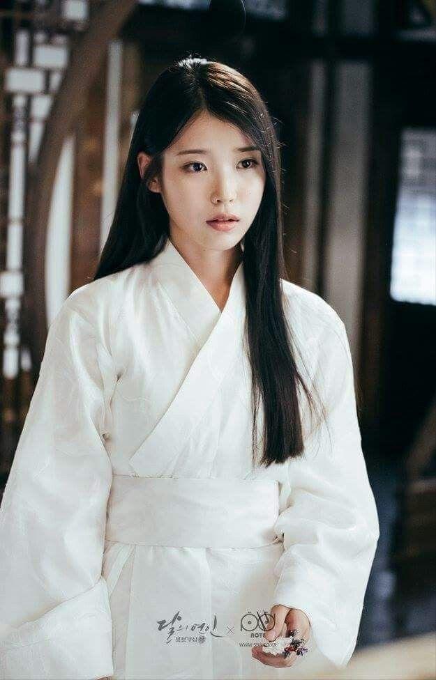 Visual đỉnh cao như IU, Suzy, Yoona mà mặc đồ cổ trang vẫn chưa hút hồn bằng sao trẻ này ảnh 4