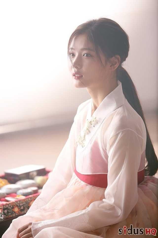 Visual đỉnh cao như IU, Suzy, Yoona mà mặc đồ cổ trang vẫn chưa hút hồn bằng sao trẻ này ảnh 13