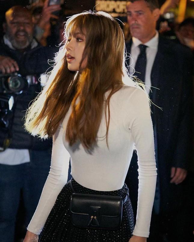 Bí quyết giúp Lisa nổi tiếng khắp thế giới nằm ở 3 show thời trang quốc tế này? ảnh 6