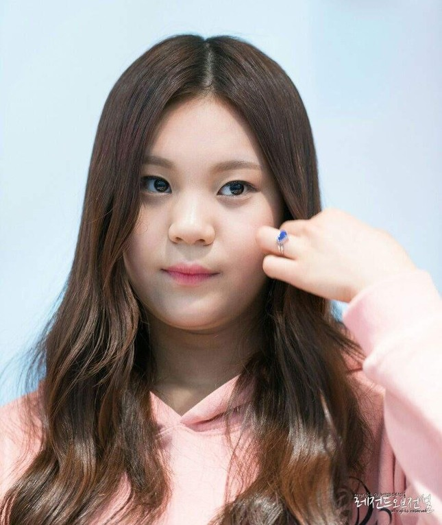 """Không thể ngờ đổi kiểu dáng lông mày lại giúp """"nữ idol xấu nhất K-Pop"""" xinh đẹp lộng lẫy ảnh 2"""