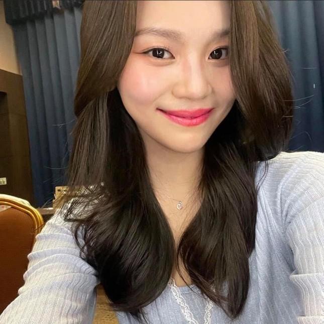 """Không thể ngờ đổi kiểu dáng lông mày lại giúp """"nữ idol xấu nhất K-Pop"""" xinh đẹp lộng lẫy ảnh 7"""