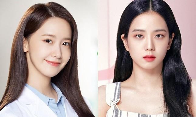 Visual đỉnh cao như Yoona và Jisoo cũng có điểm trừ nhan sắc, còn giống hệt nhau mới lạ ảnh 11