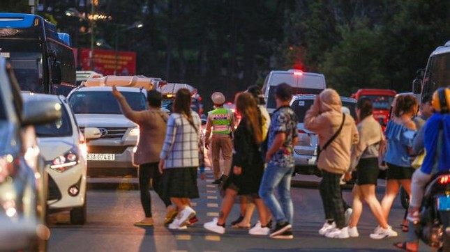 Đà Lạt lắp đặt đèn giao thông: Phải hy sinh nét văn hóa riêng vì du khách ngày càng đông? ảnh 3