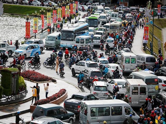 Đà Lạt lắp đặt đèn giao thông: Phải hy sinh nét văn hóa riêng vì du khách ngày càng đông? ảnh 1