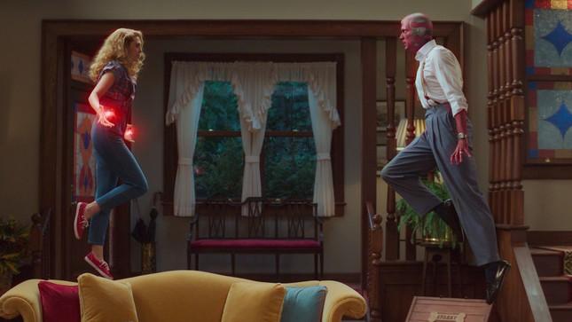 """""""WandaVision"""" tập 5: Scarlet Witch hóa phản diện, fan """"xoắn não"""" với loạt tình tiết bất ngờ ảnh 2"""