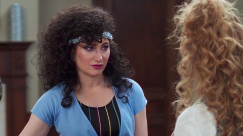 """""""WandaVision"""" tập 5: Scarlet Witch hóa phản diện, fan """"xoắn não"""" với loạt tình tiết bất ngờ ảnh 4"""