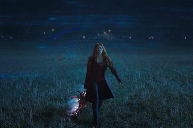"""""""WandaVision"""" tập 5: Scarlet Witch hóa phản diện, fan """"xoắn não"""" với loạt tình tiết bất ngờ ảnh 1"""