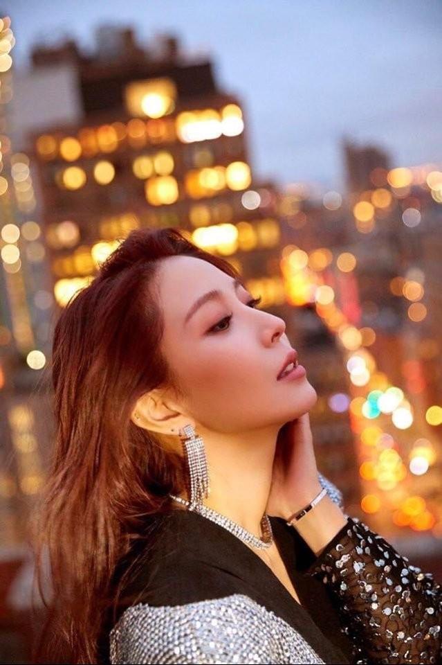 """Kỷ niệm 20 năm ca hát, SM đăng loạt ảnh """"công chúa"""" BoA kèm hashtag đầy tự hào ảnh 1"""