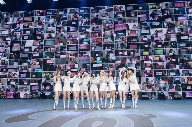 Gọi tên 3 nhóm nhạc K-Pop có concert online thu hút lượng người xem ấn tượng nhất năm 2020 ảnh 6