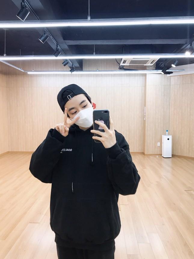 Vừa được mở tài khoản Twitter, Hanbin khoe ngay ảnh luyện tập cho sân khấu pre-debut ảnh 3