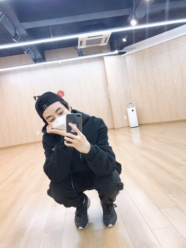 Vừa được mở tài khoản Twitter, Hanbin khoe ngay ảnh luyện tập cho sân khấu pre-debut ảnh 4