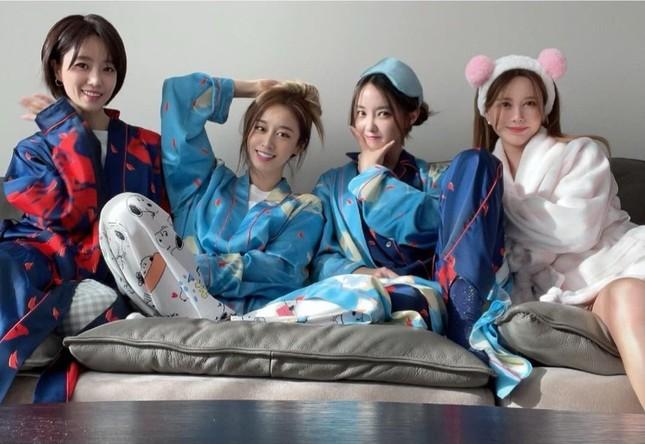 T-Ara hội ngộ đầy đủ 4 thành viên, khiến fan xúc động khi chia sẻ về thời gian bên nhau ảnh 1