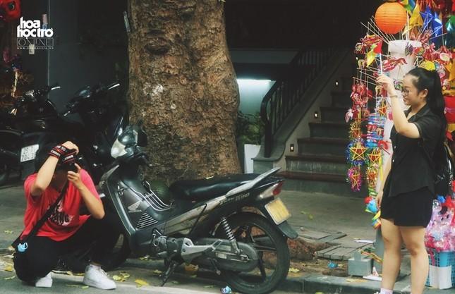 Trung Thu này muốn chụp ảnh trên phố Hàng Mã, teen sẽ mất phí 50.000 đồng/ lần? ảnh 1