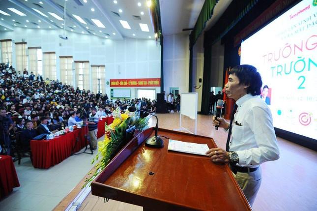 """Hàng nghìn sinh viên háo hức tham dự lễ ra mắt sách """"Trường học hay Trường đời 2"""" ảnh 2"""