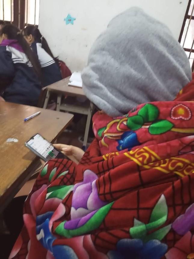 Miền Bắc trời rét đậm dưới 15 độ, học sinh rủ nhau mang chăn đến trường giữ ấm ảnh 7