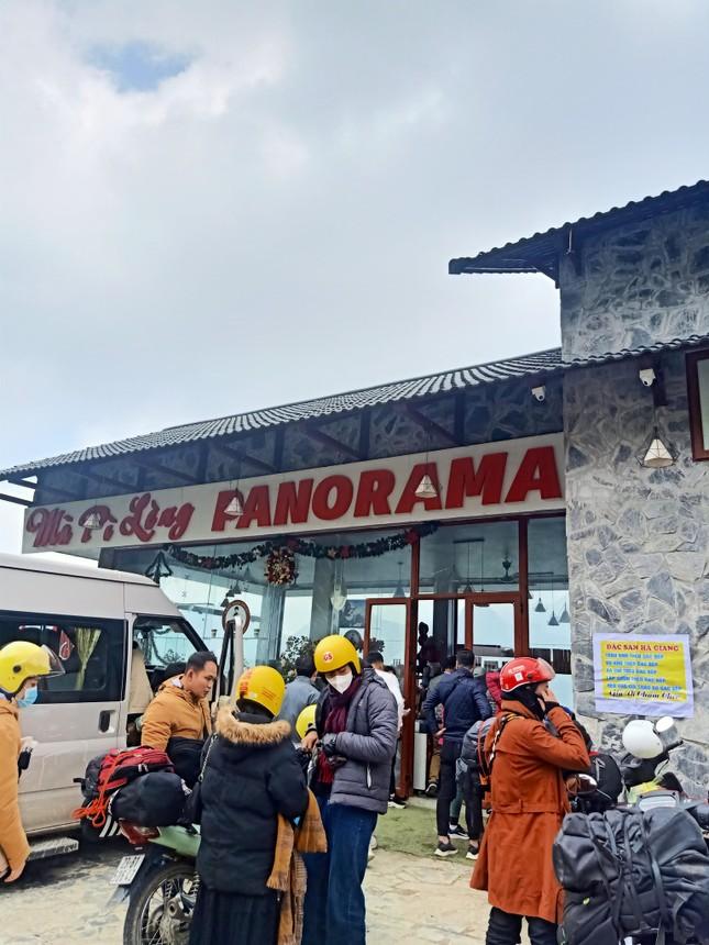 Tại sao diện mạo mới của Panorama Mã Pí Lèng (Hà Giang) khiến dân mạng tranh cãi gay gắt? ảnh 5
