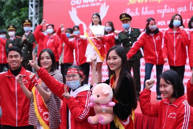 Sinh viên Hà Nội hào hứng tham gia hiến máu trong ngày hội Chủ Nhật Đỏ 2021 ảnh 10