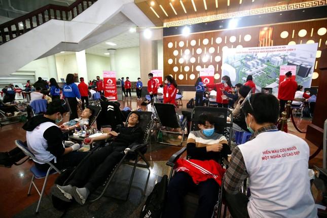 Sinh viên Hà Nội hào hứng tham gia hiến máu trong ngày hội Chủ Nhật Đỏ 2021 ảnh 7