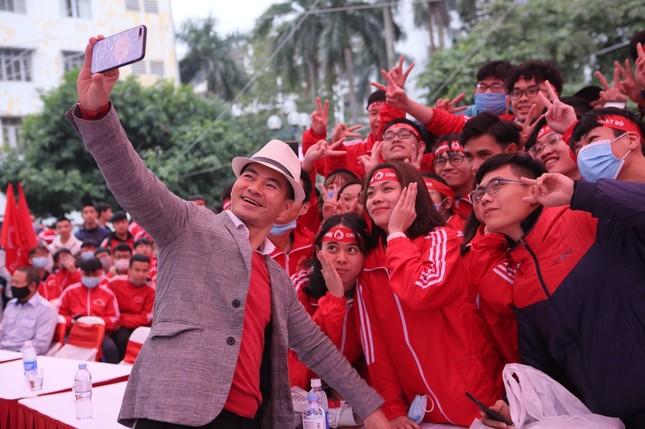 Sinh viên Hà Nội hào hứng tham gia hiến máu trong ngày hội Chủ Nhật Đỏ 2021 ảnh 9