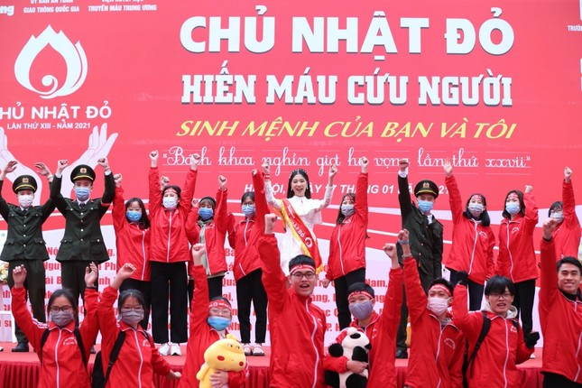Sinh viên Hà Nội hào hứng tham gia hiến máu trong ngày hội Chủ Nhật Đỏ 2021 ảnh 11