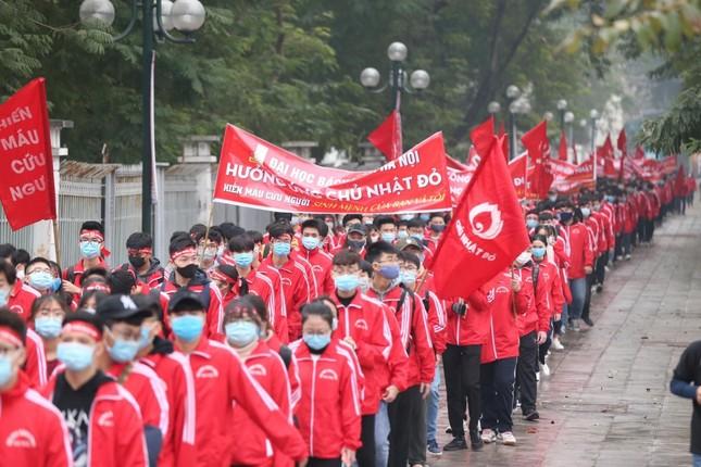 Sinh viên Hà Nội hào hứng tham gia hiến máu trong ngày hội Chủ Nhật Đỏ 2021 ảnh 1