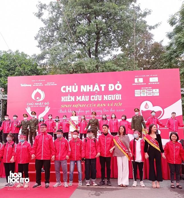 Sinh viên Hà Nội hào hứng tham gia hiến máu trong ngày hội Chủ Nhật Đỏ 2021 ảnh 12