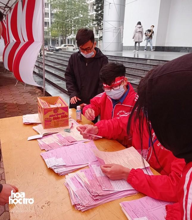 Sinh viên Hà Nội hào hứng tham gia hiến máu trong ngày hội Chủ Nhật Đỏ 2021 ảnh 3
