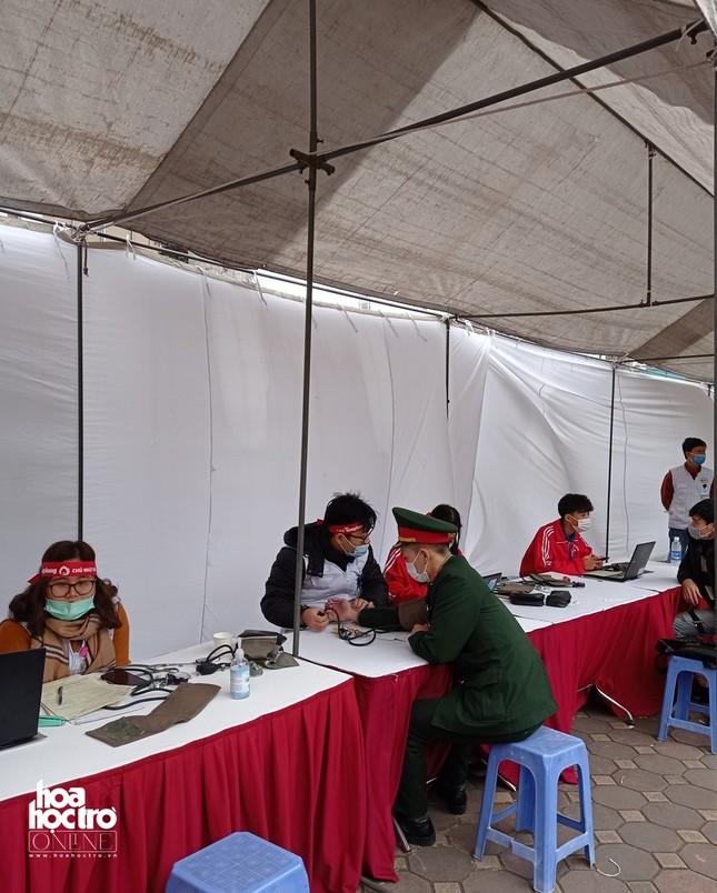 Sinh viên Hà Nội hào hứng tham gia hiến máu trong ngày hội Chủ Nhật Đỏ 2021 ảnh 4