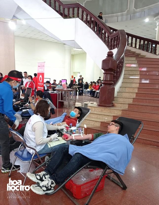 Sinh viên Hà Nội hào hứng tham gia hiến máu trong ngày hội Chủ Nhật Đỏ 2021 ảnh 6