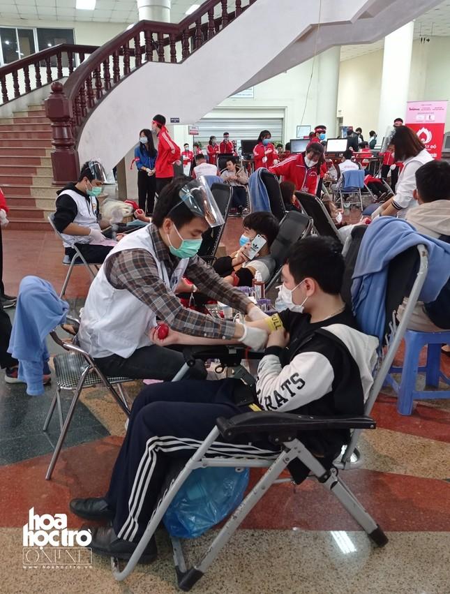 Sinh viên Hà Nội hào hứng tham gia hiến máu trong ngày hội Chủ Nhật Đỏ 2021 ảnh 8