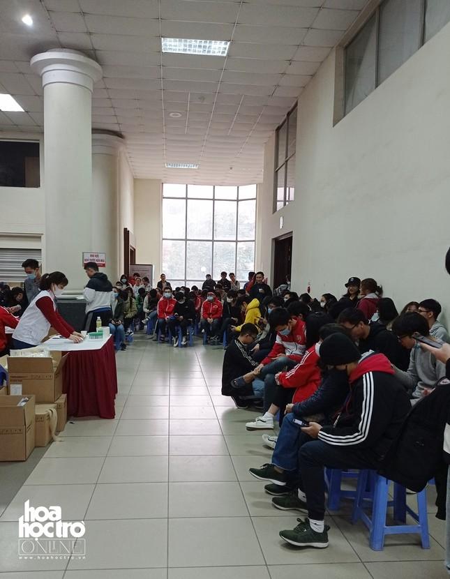 Sinh viên Hà Nội hào hứng tham gia hiến máu trong ngày hội Chủ Nhật Đỏ 2021 ảnh 5