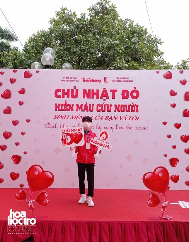 Sinh viên Hà Nội hào hứng tham gia hiến máu trong ngày hội Chủ Nhật Đỏ 2021 ảnh 13