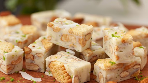 Món ngon ngày Tết: Những viên kẹo Nougat lạ miệng với bánh quy, dừa non và mứt quả khô ảnh 1