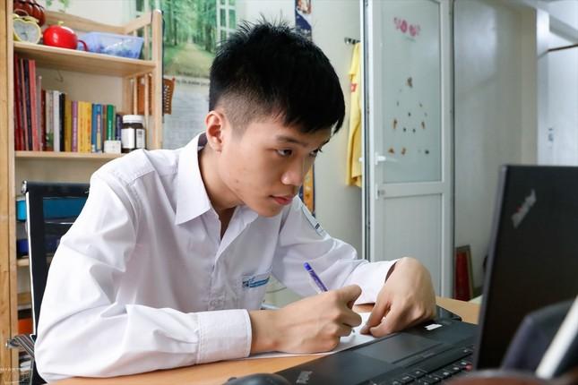 """Choáng ngợp với """"profile"""" đáng nể của 10 Gương mặt trẻ Việt Nam tiêu biểu năm 2020 ảnh 1"""