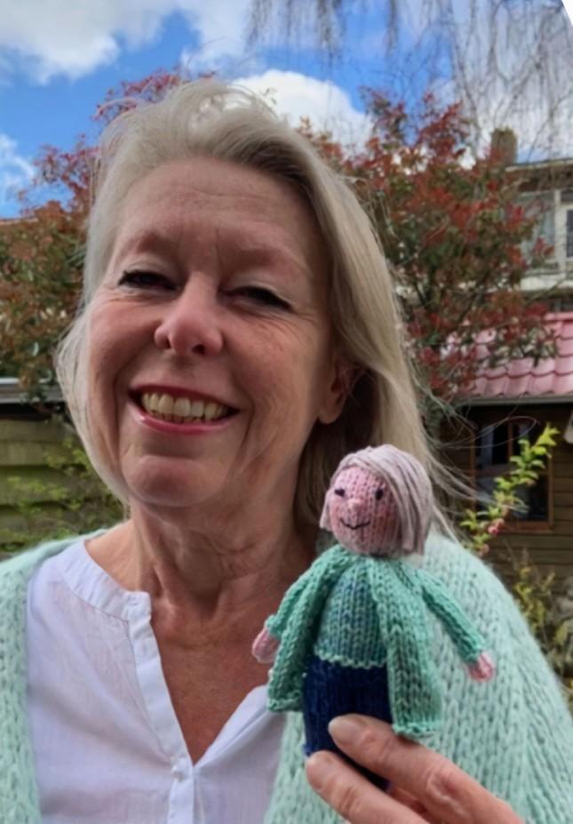 Cô giáo có tâm nhất quả đất: Tự đan búp bê học sinh vì quá nhớ trò ảnh 2