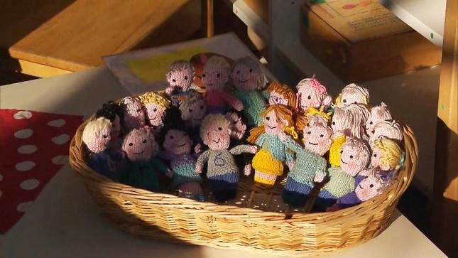 Cô giáo có tâm nhất quả đất: Tự đan búp bê học sinh vì quá nhớ trò ảnh 3