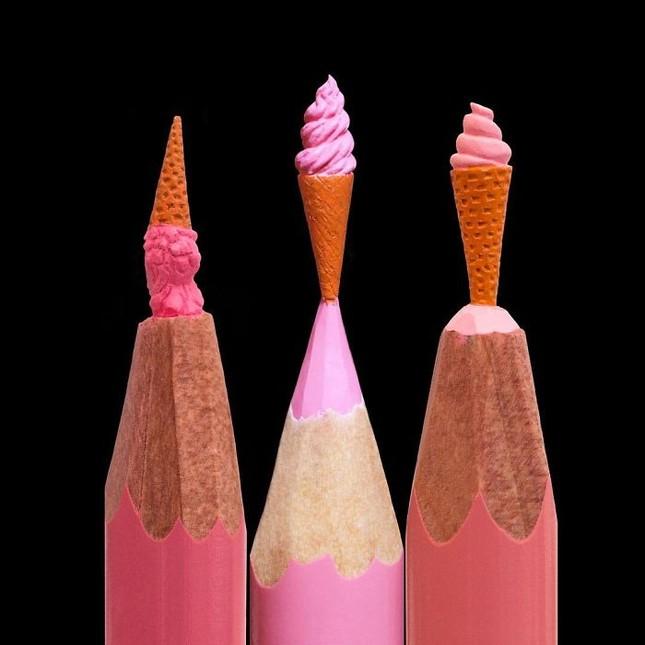 Thán phục trước những tác phẩm điêu khắc từ ruột bút chì cực dễ thương ảnh 6