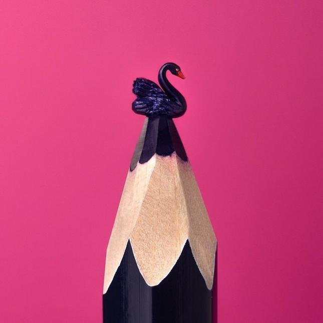 Thán phục trước những tác phẩm điêu khắc từ ruột bút chì cực dễ thương ảnh 8
