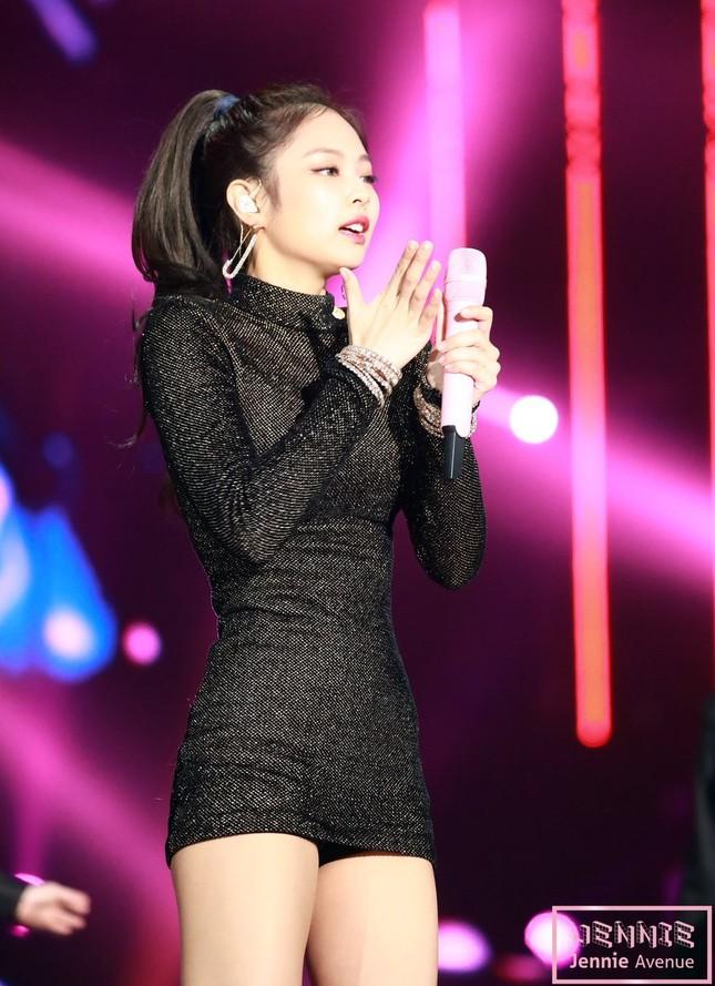"""Váy bodycon - """"vũ khí bí mật"""" để khoe trọn thân hình quyến rũ của các nữ thần K-Pop ảnh 2"""