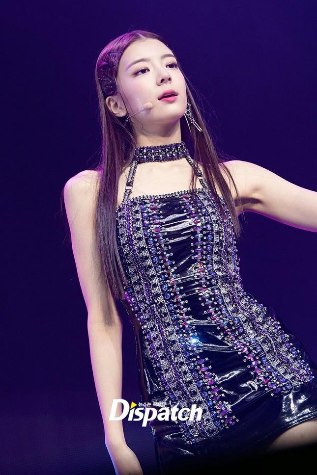 """Váy bodycon - """"vũ khí bí mật"""" để khoe trọn thân hình quyến rũ của các nữ thần K-Pop ảnh 8"""